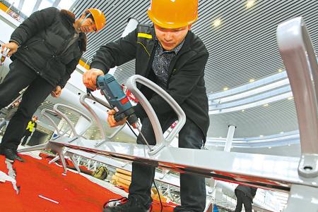 [宁波日报]新火车站座椅今天安装到位
