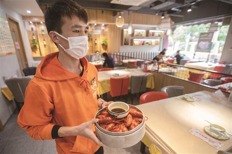 """小龙虾抢""""鲜""""上市"""